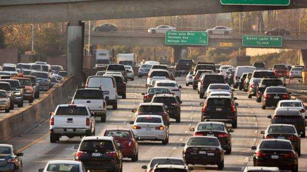 States, cities challenge Trump mileage standards rollback