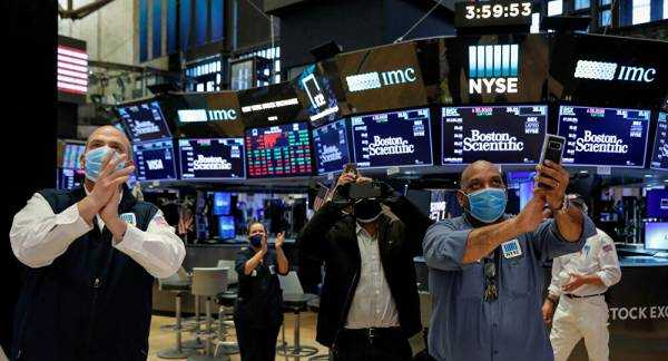 US Stock Indices Plunge by 4 to 5 Percent Amid Fed Predictions of Bleak Future for American Economy