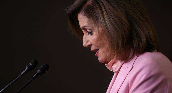 Pelosi Says Federal Mandate on Wearing Masks in US Is 'Long Overdue'
