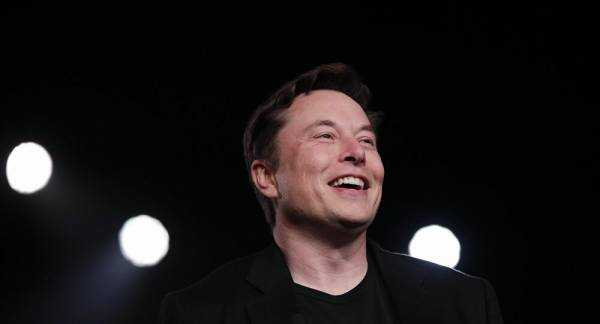 Elon Musk Nudges Past Warren Buffet, Becoming 7th Richest Person Alive