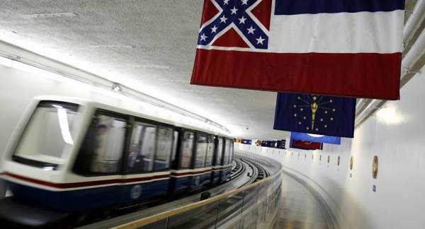 US Governor Signs Bill Removing Confederate Emblem From Mississippi Flag