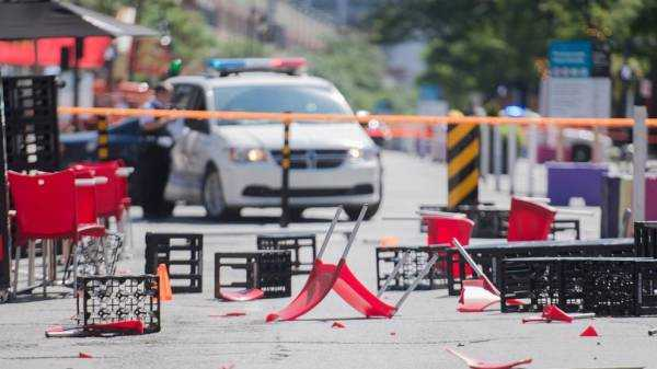 Driver plows car through Montreal pedestrian zone, injures 2