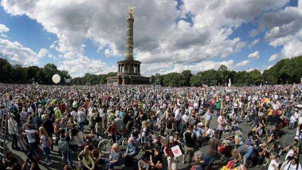 Berlin police shut down protest against virus restrictions