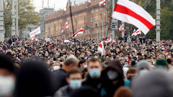 Huge crowds protest again in Belarus as opposition ultimatum for Lukashenko expires