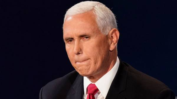 Health experts question Pence campaigning as essential work