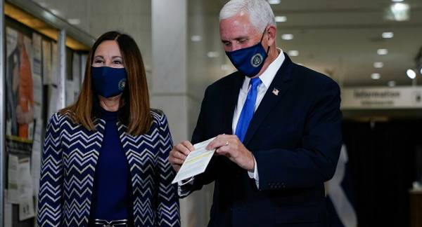 Vice President Pence Criticised For Violating Coronavirus Guidelines After His Aides Test Positive
