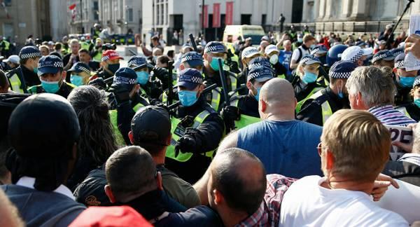 COVID-19 Sceptics Protest in London - Video