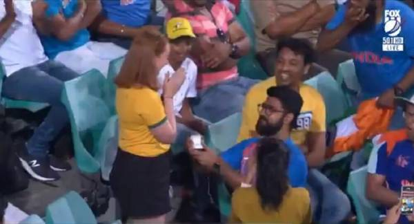 Video of Indian Man Proposing to Australian Girlfriend During Sydney Cricket Match Goes Viral
