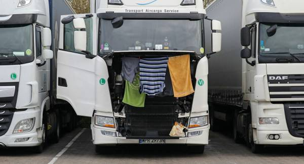 COVID: Blocking Thousands of Lorries at UK Border 'Absolutely Caused Carnage', Stranded Truckers Say