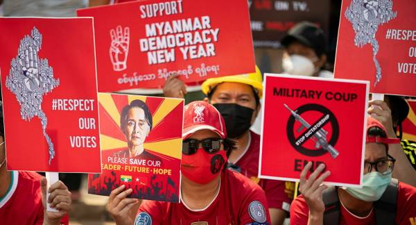 Allies of Aung San Suu Kyi to Form Interim Gov't to Rival Military Leaders, Report Says