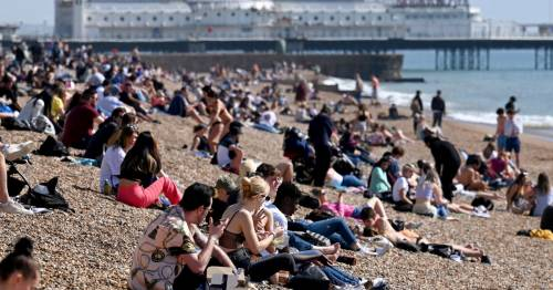 UK weather: Brits to bask in sunshine with mini heatwave on way as temperatures hit 17C