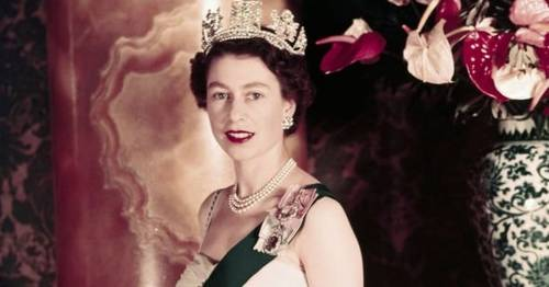 Oxford Uni staff 'sent threats' after students remove 'colonial' Queen from common room