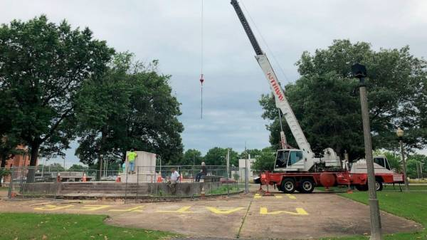 Body of Nathan Bedford Forrest removed from Memphis park
