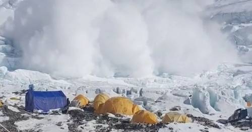 Mount Everest avalanche almost hits stunned climbers as it crashes towards them – World News