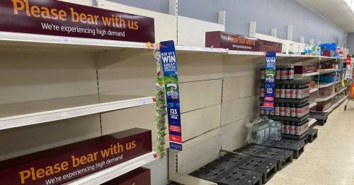 Supermarkets running out of bottled water due to heatwave and 'pingdemic' chaos