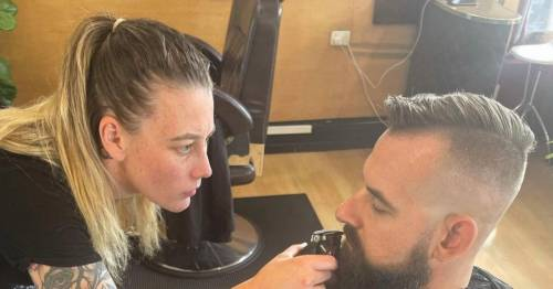 Pregnant hairdresser refuses Covid-jabbed customers as she feels 'uncomfortable' - World News