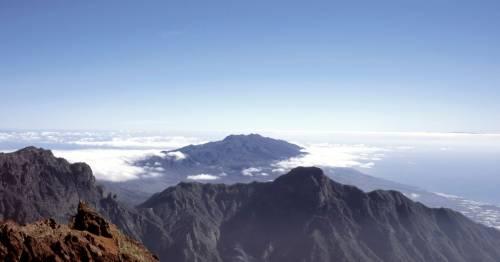 Popular Spanish holiday destination risks volcano eruption as yellow warning issued – World News