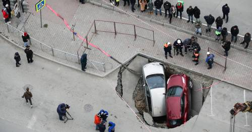 Sinkhole full of hot water swallows up two cars as crater suddenly opens at crossroads – World News
