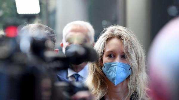 Jury gets chance to hear Elizabeth Holmes' bold promises