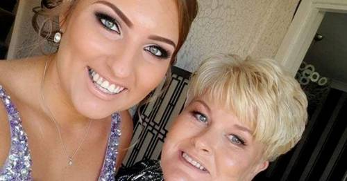 Mum and daughter now have 'greater bond' after receiving cancer diagnoses weeks apart